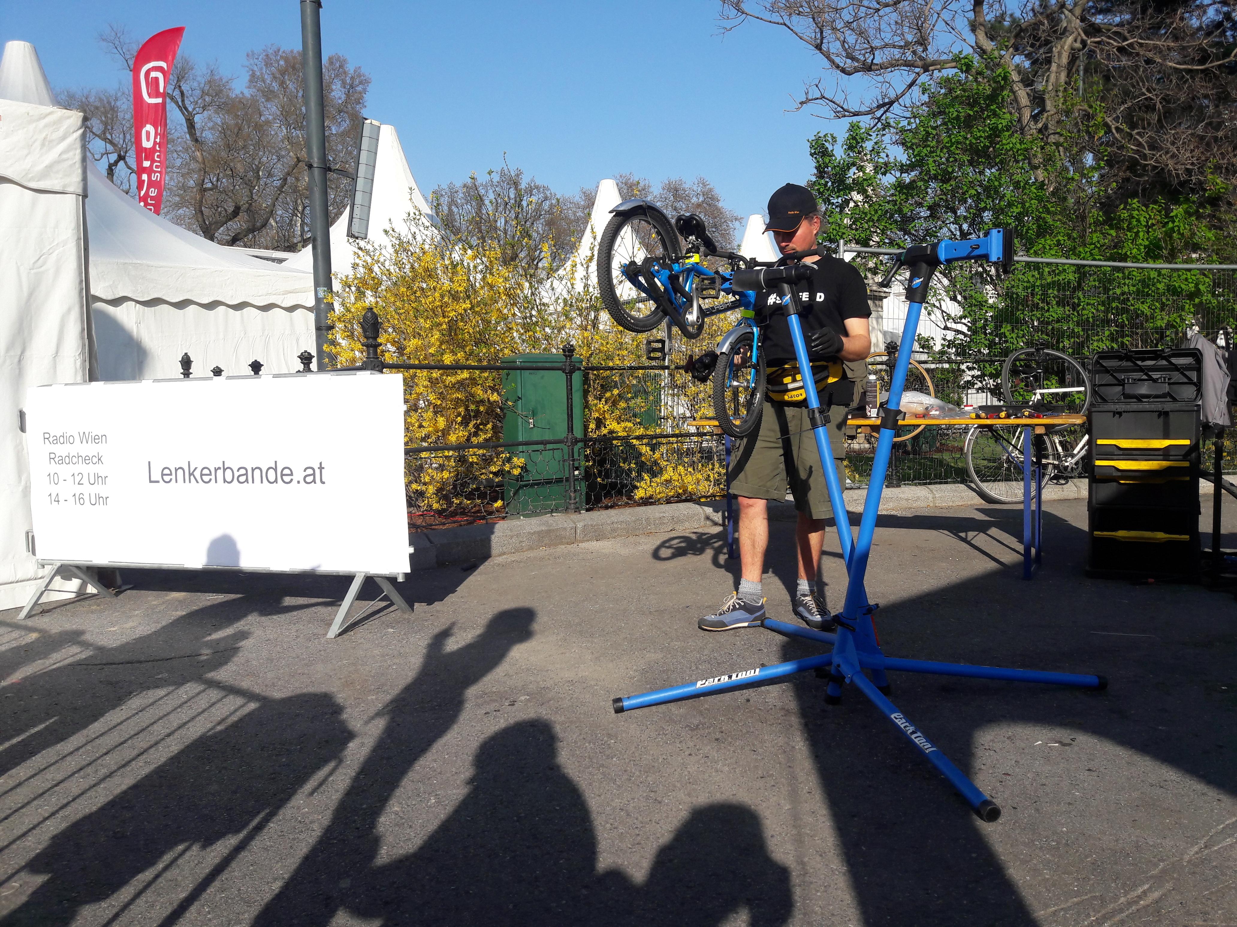 Fahrradreparatur am Bikefestival 2019